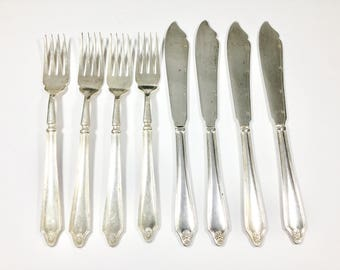 Vintage silver plated fish knives and forks, 4 place setting, Fish cutlery set, Floral decoration, Vintage serving, Fish eaters