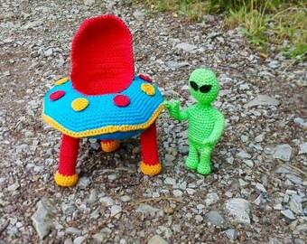 Ufo with Alien – Amigurumi Crochet Pattern
