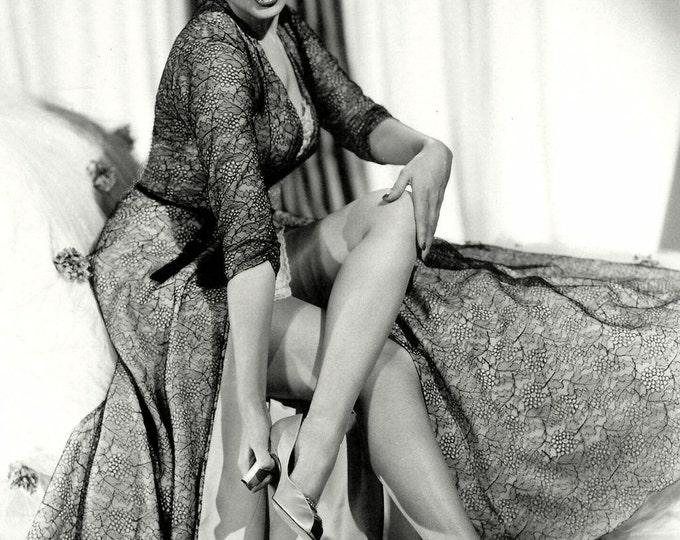 Actress Yvonne De Carlo - 5X7, 8X10 or 11X14 Publicity Photo (OP-086)