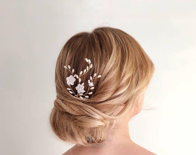 Gold Pearl Hair Pin, Flower Hair Pin, Wedding Hair Accessories, Mother of Pearl Bridal Headpiece, Gold flower Hair pins, Pearl Bridal Pin