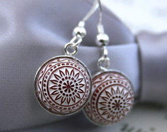 Vintage Etched Mosaic Cabochon Dangle earrings Bordeaux and White