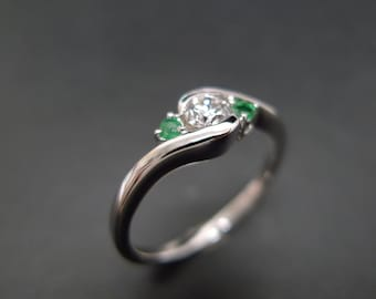 0.25ct Diamond Engagement Ring with Emerald in 14K Gold, Diamond Ring, Emerald Ring, Emerald Engagement Ring, Three Stone Engagement Ring