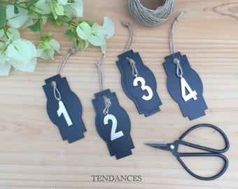 4 tags in black wood with figures metal 4.5 x 9 cm