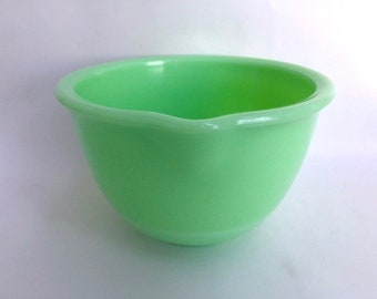 Beautiful Jadeite Glass Mixing Bowl with Spout