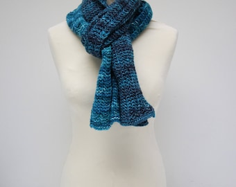 Two-Tone knitted merinowollen scarf in lace stitch