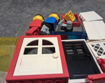Lot of Vintage 1980's Lego building pieces including 2 early figures