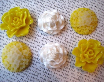 Yellow and White Flower Magnets, 6 pc Refrigerator Magnets, Fridge Magnet, Small Gifts, Wedding Favors, Locker Magnets