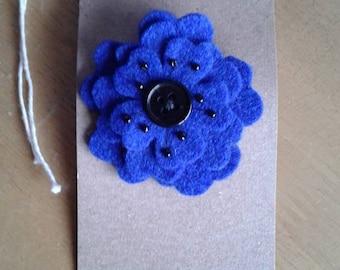 Felt flower hair clip in blue