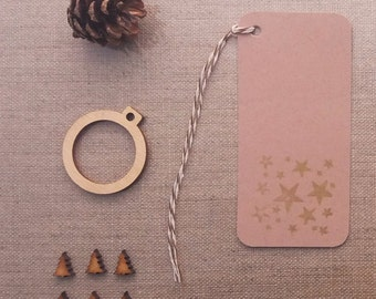 groß gold Sterne Hand gedruckt festliche Tags Buff Beigeton schlicht Karte Preis hängen Geschenkanhänger