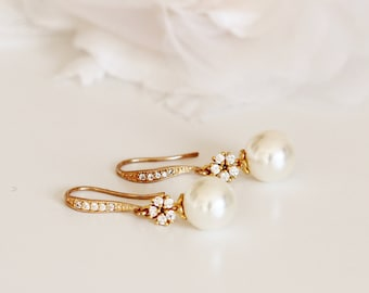 Bridal Earrings Gold Wedding Earrings Gold Vintage Style Drop Pearl Earrings Bridesmaid Earrings Wedding Bridesmaid Gifts