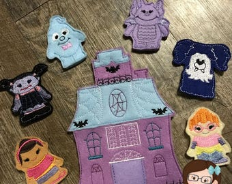 Handmade 7 Piece Set of Girl Vampire and Friends Finger Puppets, Finger Puppets, Puppets, Vampirina Inspired Finger Puppet, Vampire Puppet