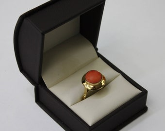 Coral ring , Italian , 18 k yellow gold, 4.8 gr , size 6 .