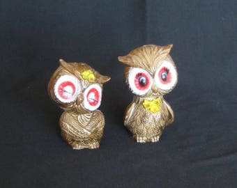 Vintage Kitschy Owl Love Salt and Pepper Shakers, Hard Molded Plastic