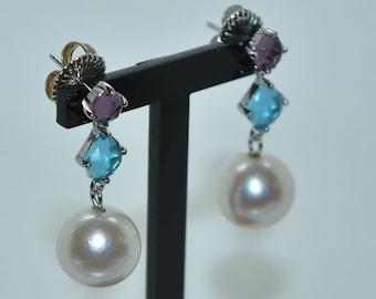 Earrings Pearl Keisy spherical and stones.