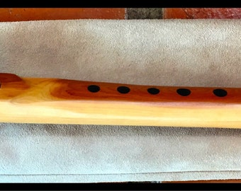 """Native American Style Flute by Singing Tree Handmade, 17"""" C# scale., all Hardwood. New with leather sheath Sweet, Clear, Pure voice"""