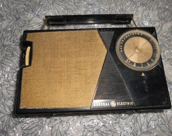 Atomic Radio WORKING General Electric Portable Lunch Box Style All Transistor Radio ROCKABILLY Chic Styled
