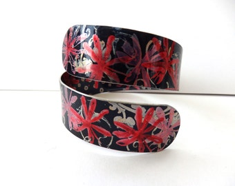 Spiral cuff bangle bracelet , blue pink red flowers , aluminium cuff