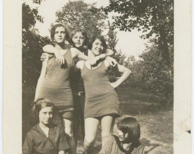 Vintage Snapshot Photo, c1920s: Sassy Girls [84663]