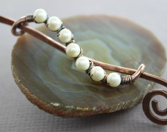 Cardigan clasp or shawl pin in wavy vine design with wrapped white pearls - Cardigan clasp - Shawl pin - Brooch - Pearl pin - SP032