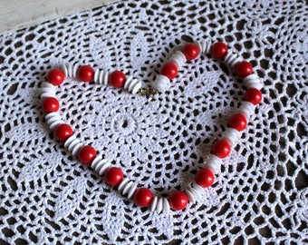 Vintage. Plastic/red/white/beaded necklace. 1980s/1990s. Pretty necklace! Fun and cute!