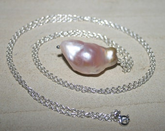 KASUMI PEARL PENDANT...Nucleated Pearl Pendant Necklace