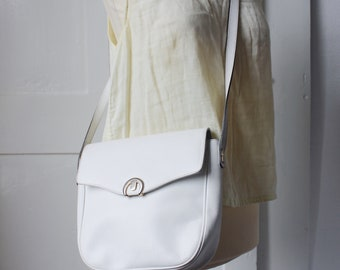 Vintage White leather bag with silver finishes