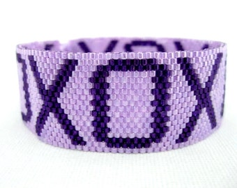 Peyote Bracelet  / Beaded Bracelet in Purple and Violet / XO Bracelet / Beadwork Bracelet / Seed Bead Bracelet / Hugs and  Kisses Bracelet