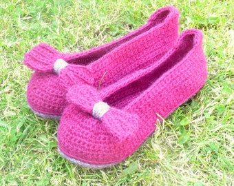 SLIPPERS CROCHET PATTERN Instant Download - Big Bow House Shoes for women (3 sizes given)