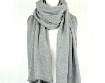 Wrap , Shawl , 100 % Cashmere.  Light Soft Grey . size M.