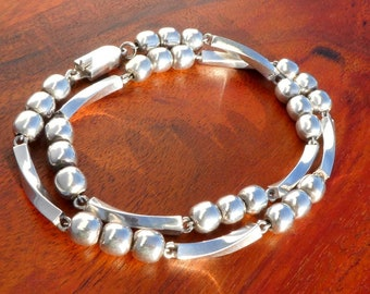 Taxco Sterling Silver Ball Bead and Twisted Arc Necklace, 18 inches (45.7 cm), Mexico
