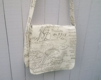 Messenger Bag with French Script in Cotton Twill
