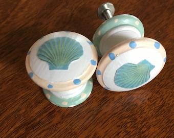 Scallop Shell  Furniture/Cabinet Knob