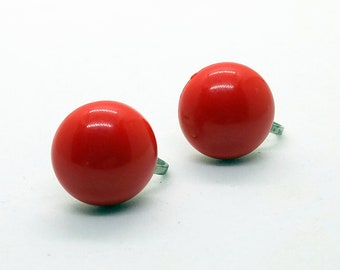 Vintage Lucite Red Domed Earrings / Crimson Red  /  Scarlet Red / Screw Back Earrings / Button Earrings  / Patriotic / Christmas / 60's MOD