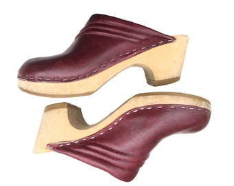Vintage Maroon Leather Clogs Mules Wooden Heel Suede Interior Women's US Size 7 EU Size 37.5 Red Burgundy Cordovan Circa 1970s