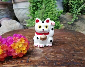 Miniature Japanese Tokoname Porcelain Figurine 招き猫 Maneki Neko Beckoning Cat Good Luck Charm Okimono Yellow Eyes