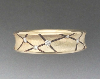 Solid 14K Yellow Gold Diamond Studded Band, w Black Line Accents.