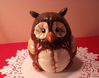 """Vintage Owl figurine, hand painted owl. 8""""H. Nice home decor .Mint condition. Gift idea Signed  : Kimble, 88"""