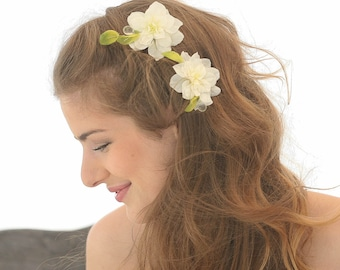 Ivory and Green Flower Wedding Hair Bobby Pin Set, Ivory Wedding Hair Accessory Flower Bobby Pins Bohemian Flower Hair Pins