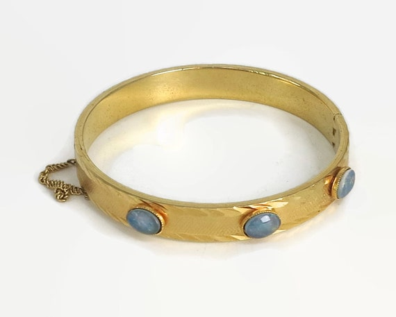 Vintage 22 carat gold lined and opal bangle with machine etching and safety chain, made in Australia, circa 1950s