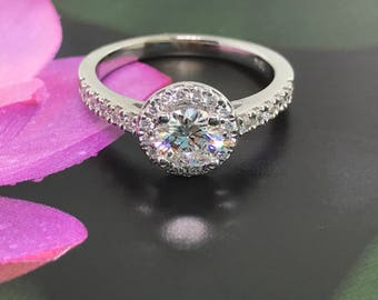 Halo Diamond Engagement Ring - 18 K Gold and 0.70 ct Diamond in pretty Halo setting -