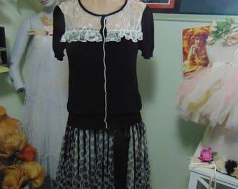 Sweet Little Black & White Vintage Knit Sweater sz 12 1970s Retro Knit