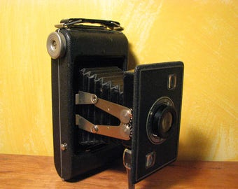 Vintage Jiffy Kodak Six-20 Series II Camera ans Box