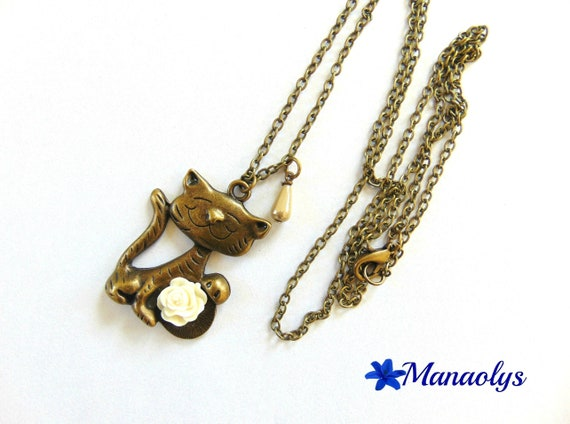 Vintage bronze pendant large cat and Flower necklace resin 127
