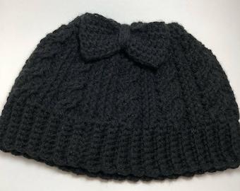 Cable messy bun / Bow messy bun / Crochet messy bun hat / Ponytail hat / Winter hat / Jogging hat / Mom messy bun hat / Handmade bun hat