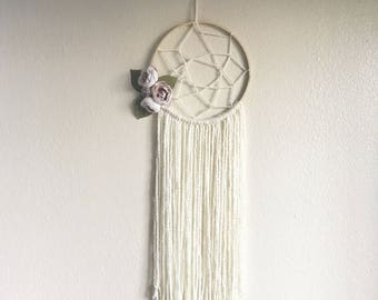 Dream catcher wall hanging/bow holder