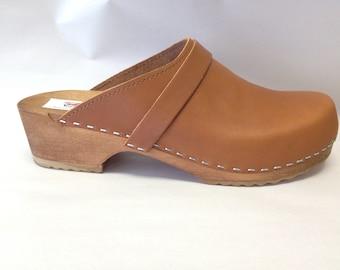 Honey oiled classic Low heel clog