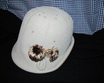 Mid Century Wool Felt Cloche Hat !