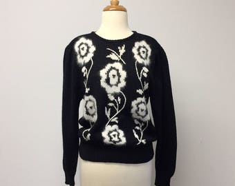 Vintage Petite Sophisticate Knit Sweater Modern Size Small Medium 1980s Chunky Puff Long Sleeve Black White Floral Print
