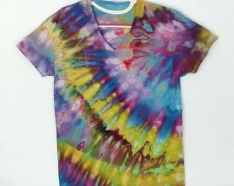 Brilliant Purples Blue Yellow Ice dyed Tee Shirt Men's size Small