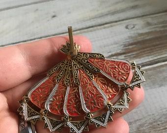 Vintage damascene fan brooch in gold tone metal with black and red enamel fan brooch pendant Spain brooch pin